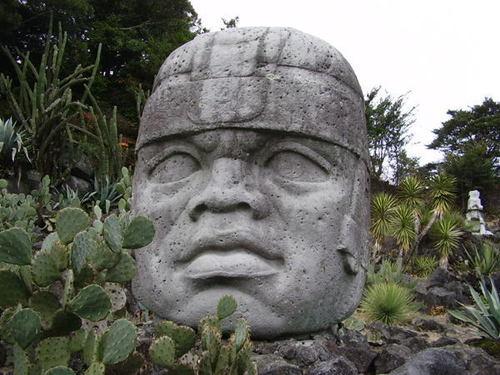 オルメカの巨石人頭像(レプリカ)